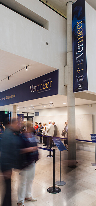 Vermeer_Ticket Desk_320x685px
